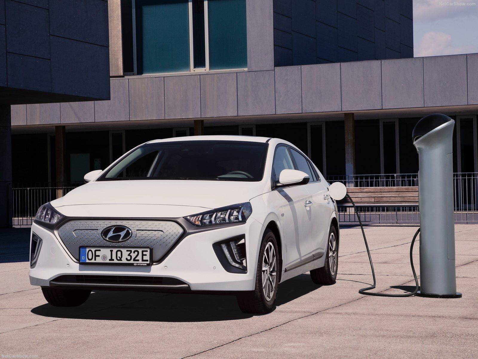 Hyundai-Ioniq-electric_2020-1600-05