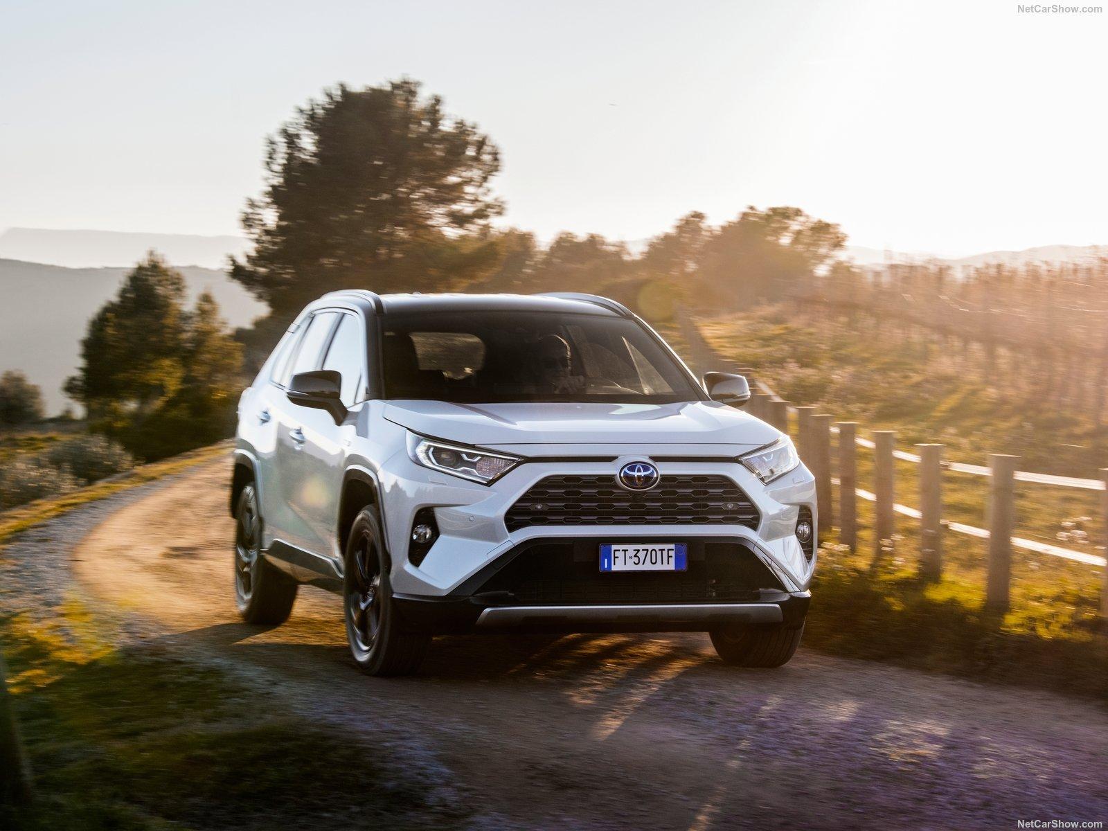 Toyota-RAV4_Hybrid_EU-Version-2019-1600-18